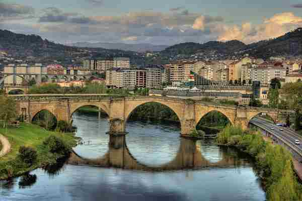 1024px-Roman_bridge,_Ourense_(Spain).jpg